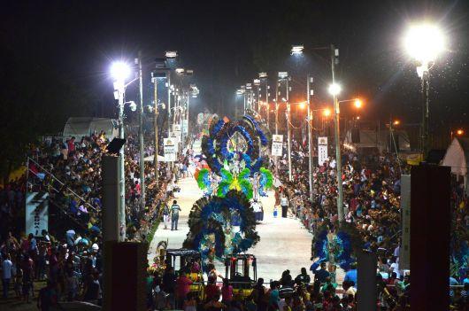 Lleno total en la última noche de los carnavales bellavistenses