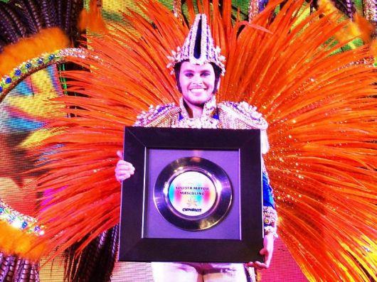 Brillo, Color, Fiesta y Premios Compartidos