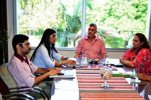 Provincia y Municipio analizan mejoras para artesanos y feriantes