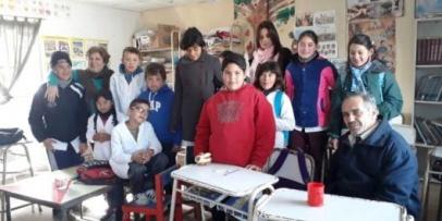 """Concejales Junto a la Fundación """"Amigos Solidarios"""" visitaron la Escuela 732 de Lomas Sur"""