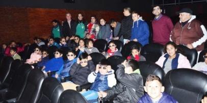 Chicos del Gurisito Costero con invitación al Cine Fantasio