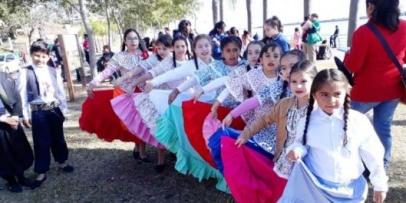 Danzas al aire libre en la Costanera de Bella Vista