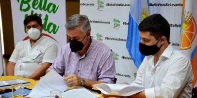 Chavez firmó convenio de Post título en Innovación Tecnológica.