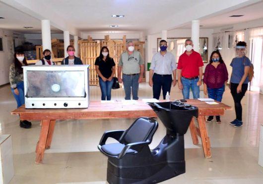 Chavez entregó beneficios a pequeños emprendedores